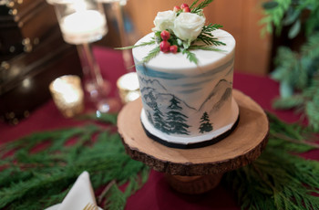 13 Winter Wedding Cakes We're Absolutely Obsessed With