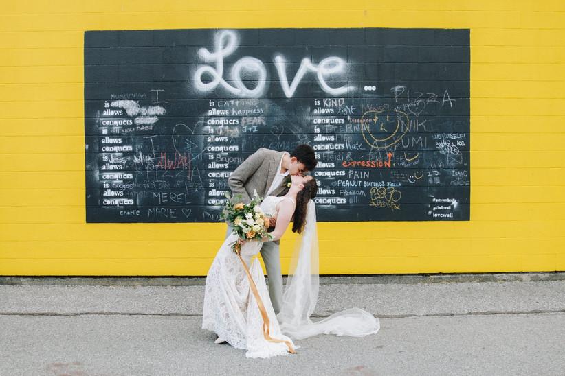 Cute wedding photo pose