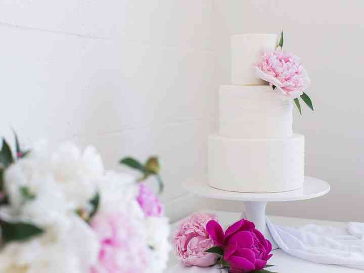 16 Simple Wedding Cakes We Re Absolutely Obsessed With