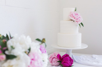 16 Simple Wedding Cakes We're Absolutely Obsessed With