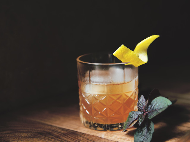 How to Create Your Signature Wedding Cocktails