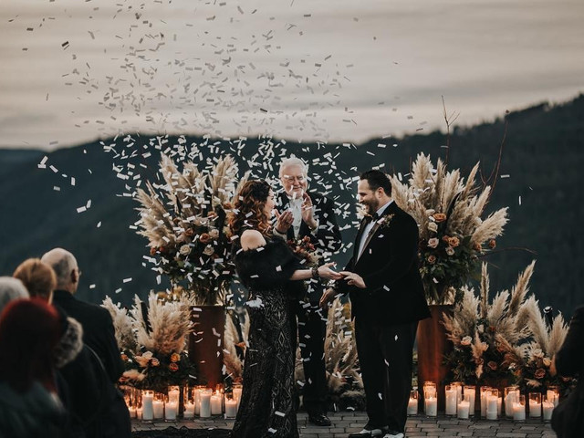18 Creative Ways to Use Pampas Grass in Your Wedding Decor