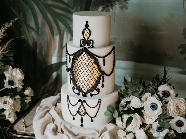 How to Freeze Your Wedding Cake for Your First Anniversary
