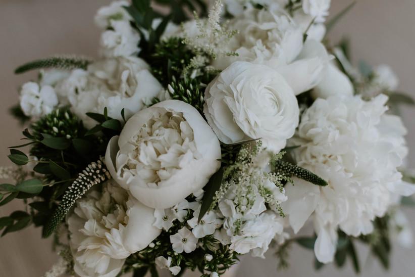 White summer wedding flowers