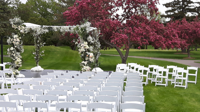 Outdoor Montreal Wedding VenueElm Ridge Country Club