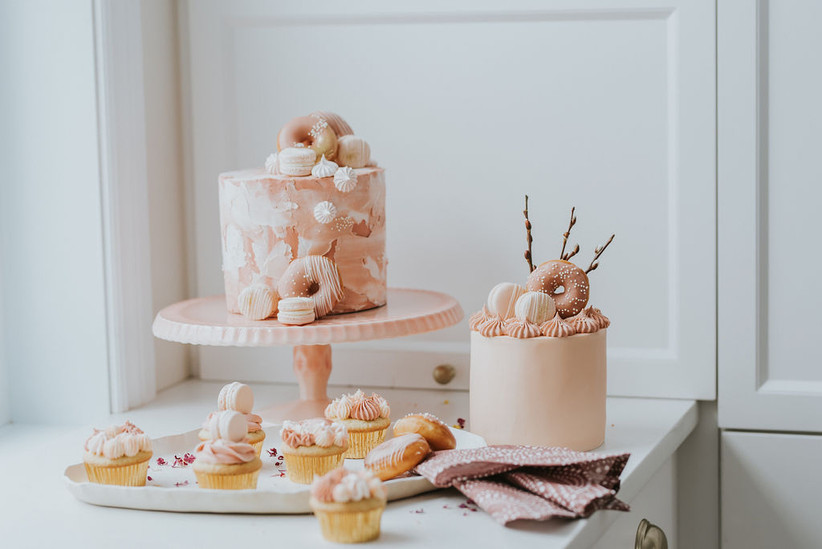 Small wedding cakes with donuts