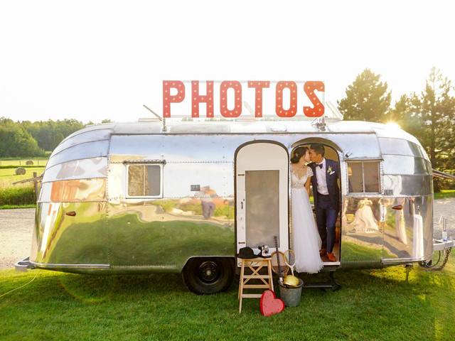 How to Create an Awesome Wedding Photobooth