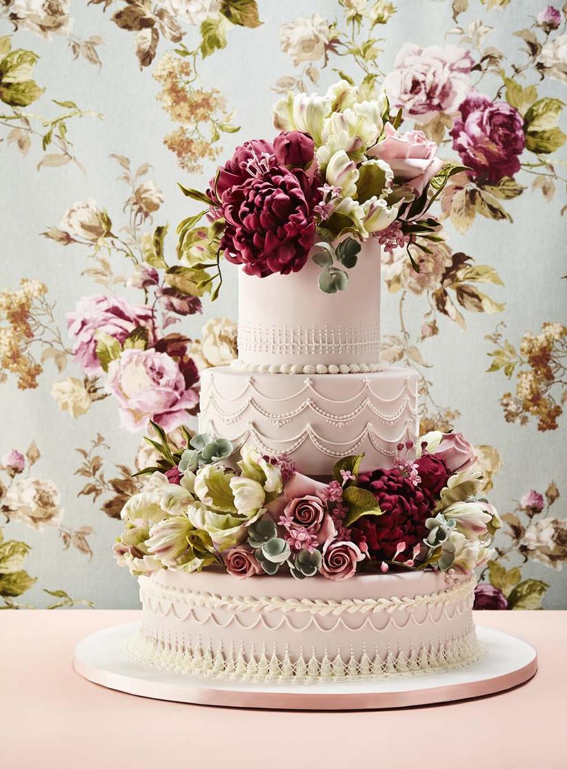 Sugar flower decoration on wedding cake