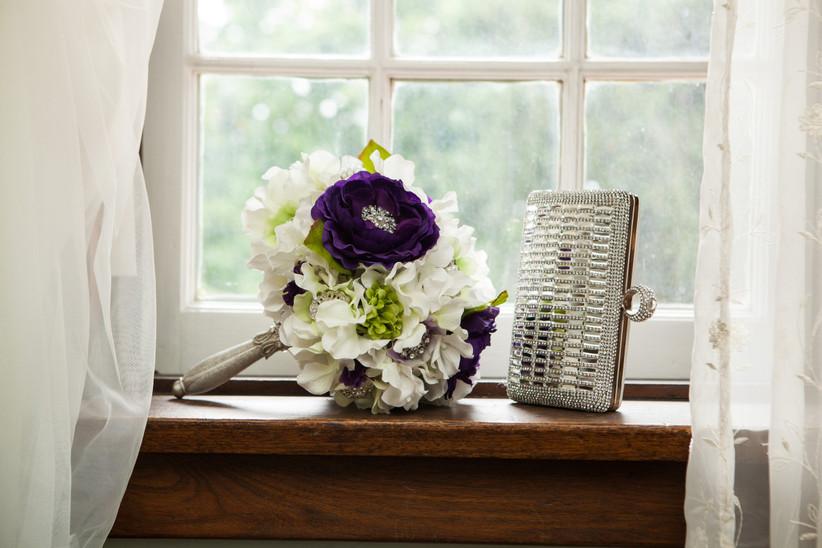 Wedding bouquet holder