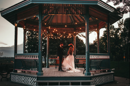 How to Work Social Distancing Into Your Wedding Plans