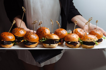 5 Tips for Serving Late-Night Snacks at Your Wedding