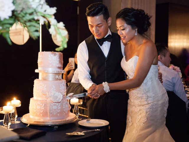 How to Cut Your Wedding Cake Like a Pro