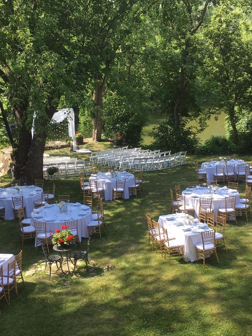 Outdoor Montreal Wedding Venue - Le Café de l'Horloge