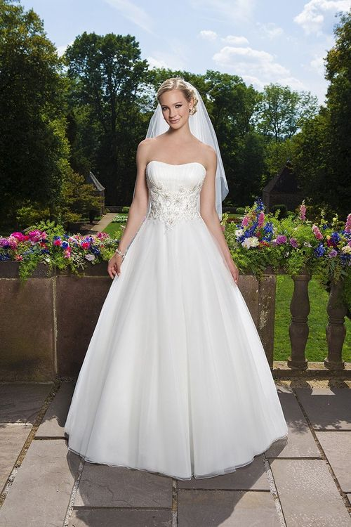 3857, Sincerity Bridal