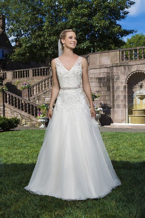 3858, Sincerity Bridal