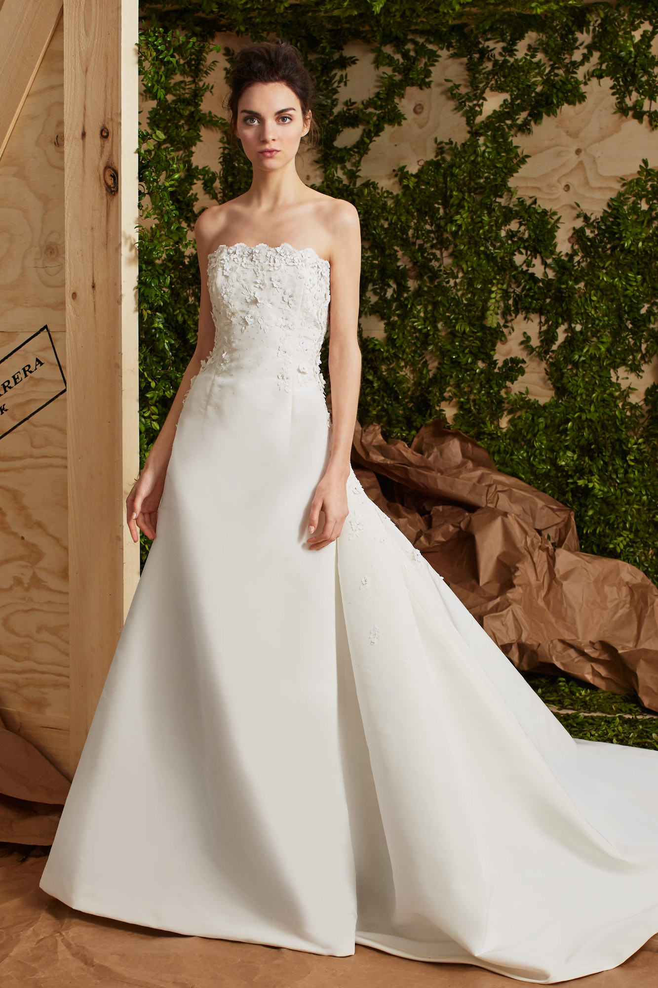 Wedding Dresses By Carolina Herrera Anais Weddingwire Ca
