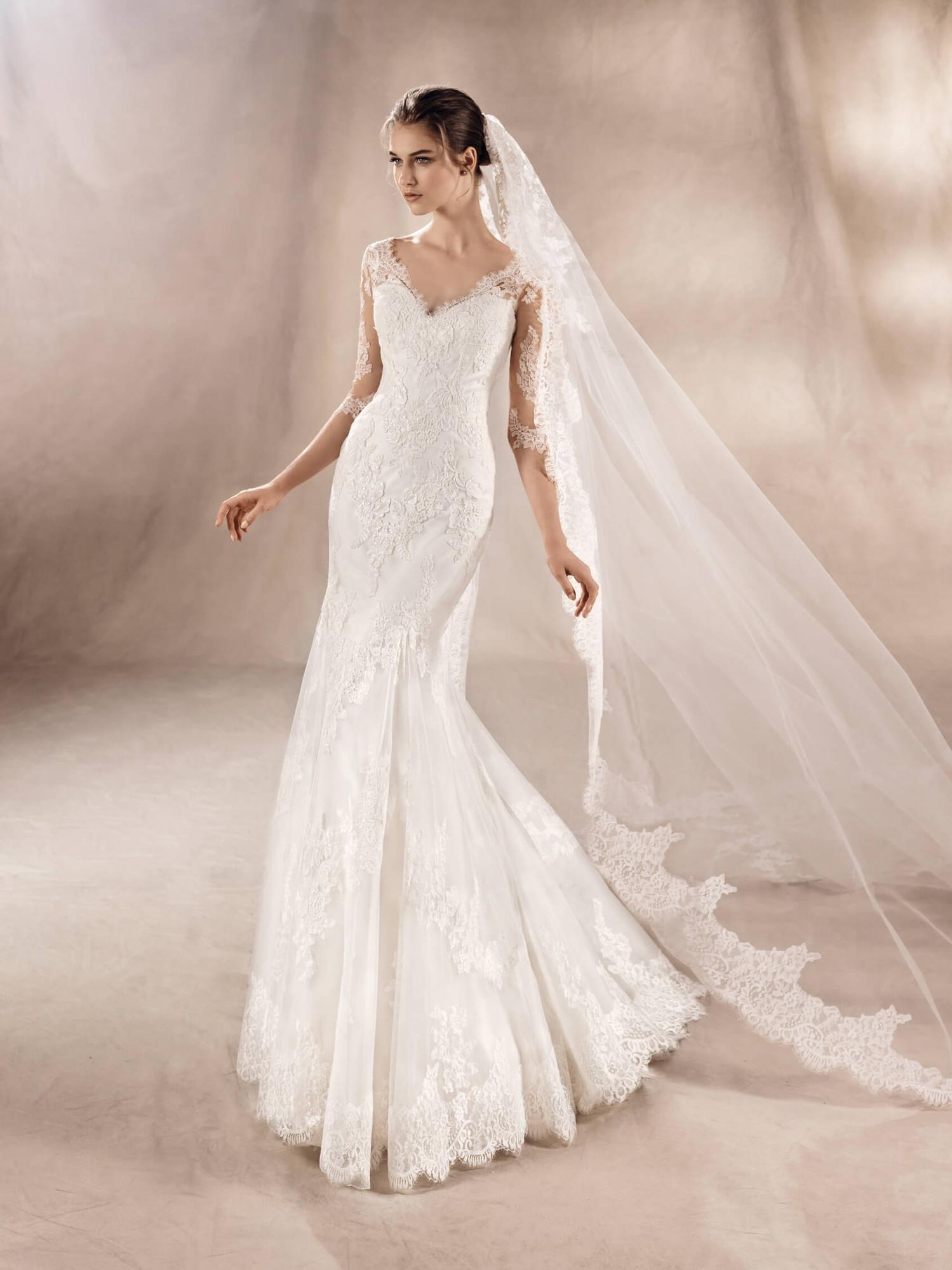 2536d290b4 Wedding Dresses Mermaid   Trumpet Silhouette - Page 37 - Weddingwire.ca