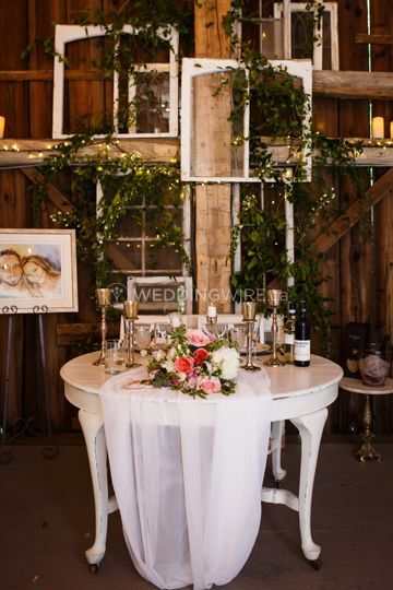 Sweetheart table and decor