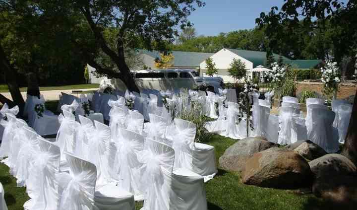 Niverville, Manitoba garden wedding ceremony