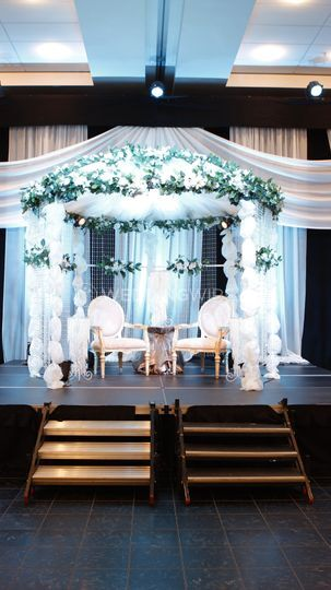 Stage for couple