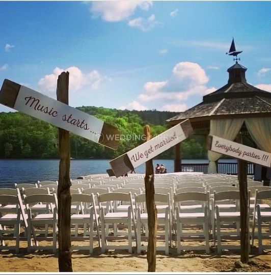 Muskoka outdoor wedding ceremony