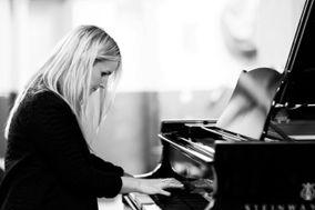 Imogen Hall - Pianist