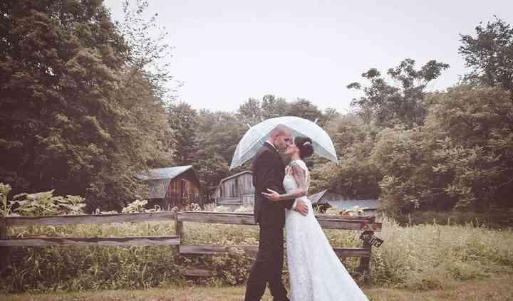 Rainy Romantic wedding