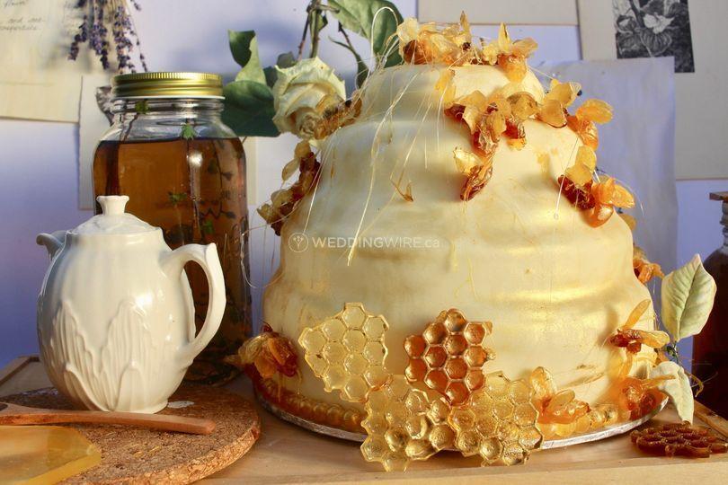 Spring honey bee cake