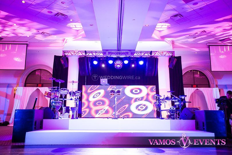 White Acrylic Stage with LED SCREEN & Sound & Lighting Bridge