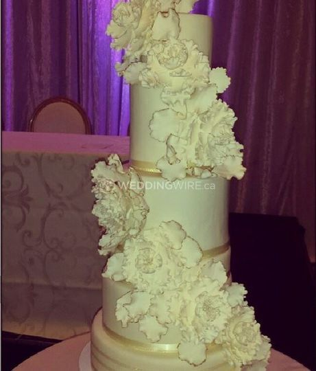 Fabulous Faux Wedding Cake Creations