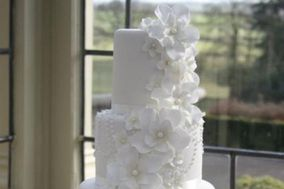 Fabulous & Faux Wedding Cake Creations