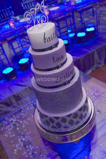Contemporary style wedding cak