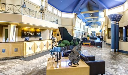 Royal Hotel Edmonton Airport, Trademark Collection By Wyndham