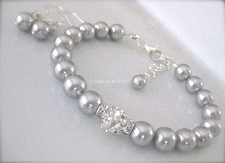 Grey pearl bridal bracelet set
