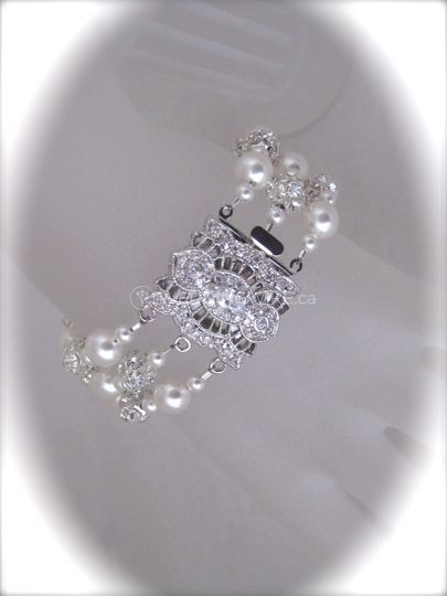 White Pearl and crystal bracelet