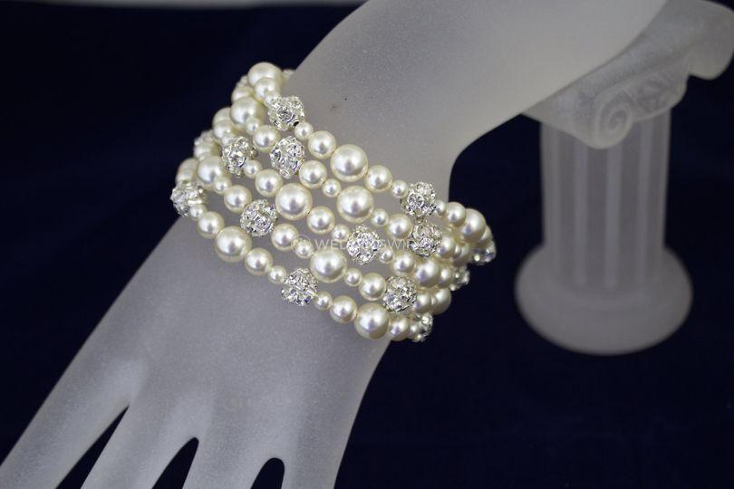 Multi strand ivory pearl bracelet