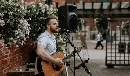 Gareth Bush - Singer Guitarist