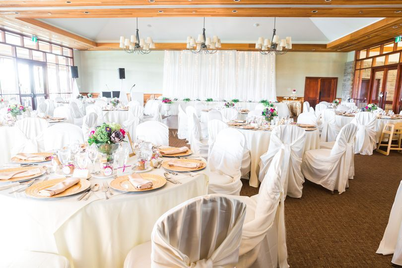 Legends on the niagara clubhouse for Cheap wedding venues ontario