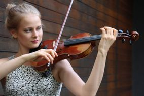 Madeline Hocking - violinist