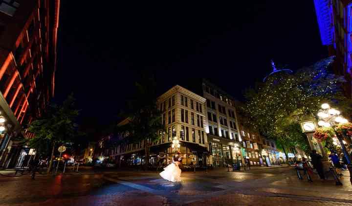 Downtown Pre-Wedding Photos