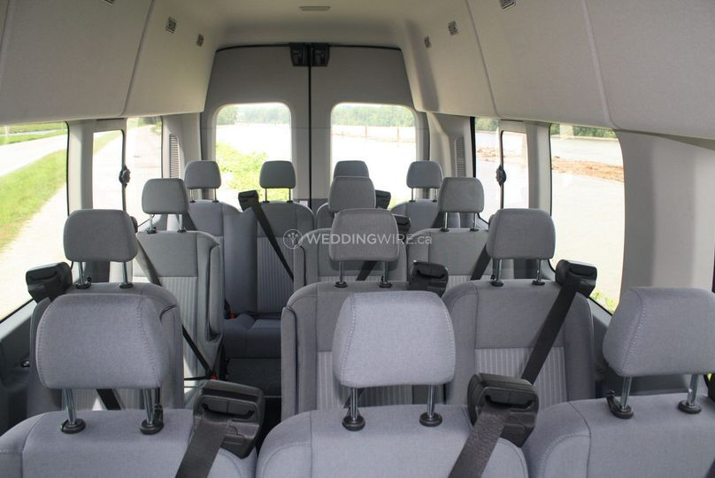 Reliable bus: luxury 14-seater