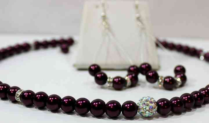 20075 - Burgundy allure - Handcrafted burgundy pearl & rhinestone necklace set 3.JPG