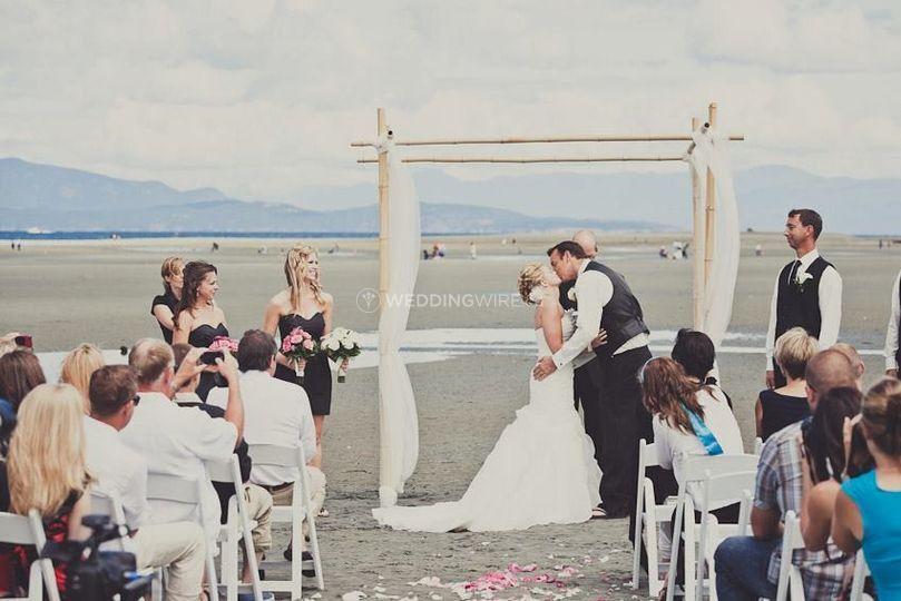 Vancouver wedding planning beach