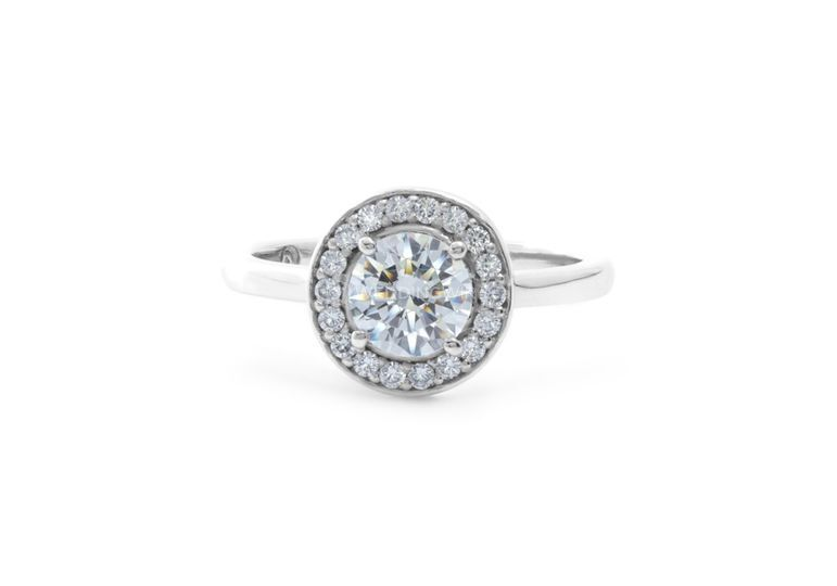 Moissanite center