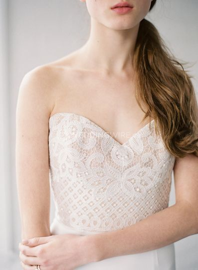 Lace details on Anais Anette