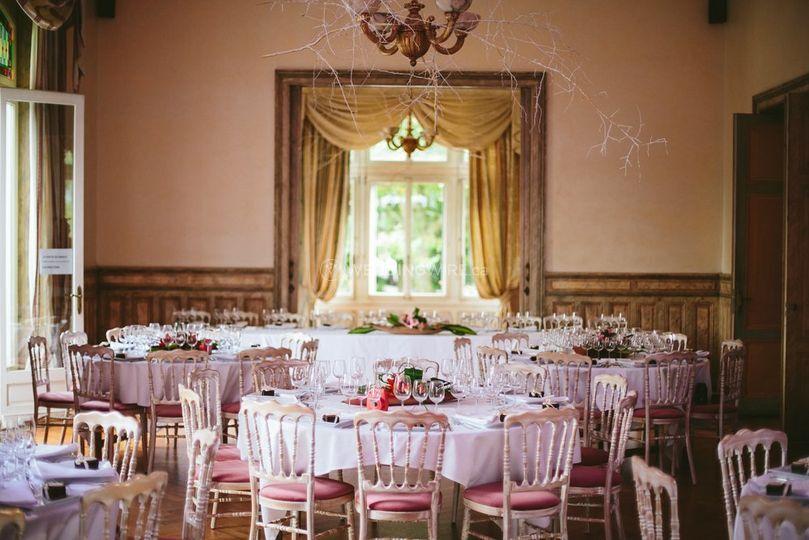 Photo of table set decor