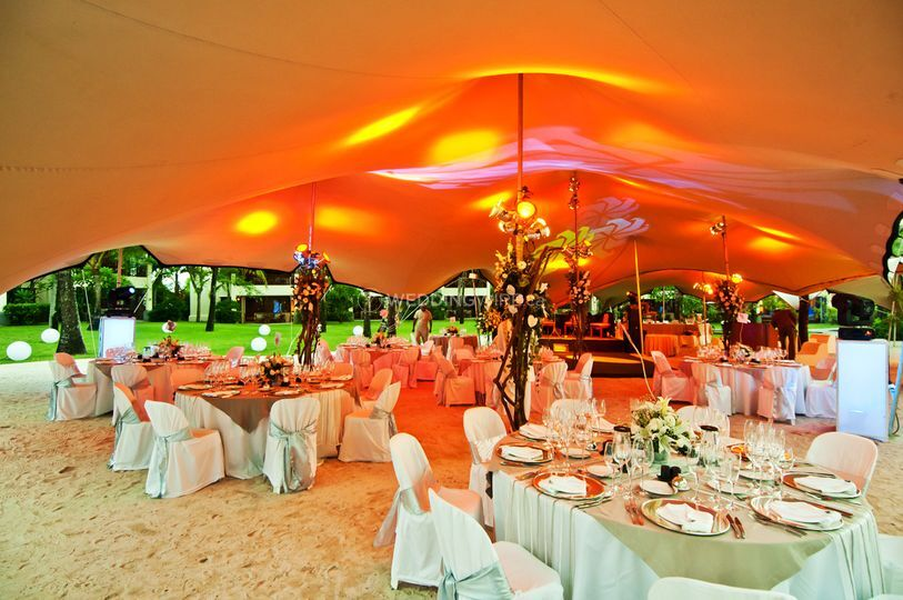 Stretch tent, under lighting