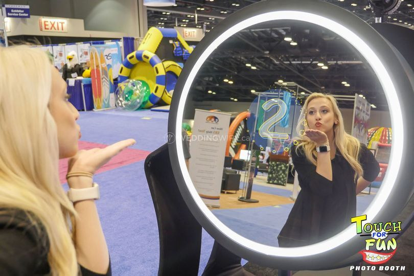 Beauty Mirror Booth