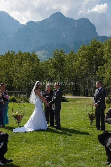AB mountain wedding ceremony