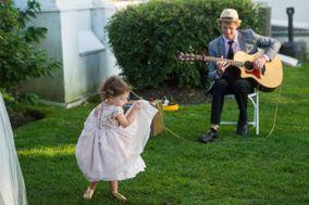 Joel Saunders - Acoustic guitarist